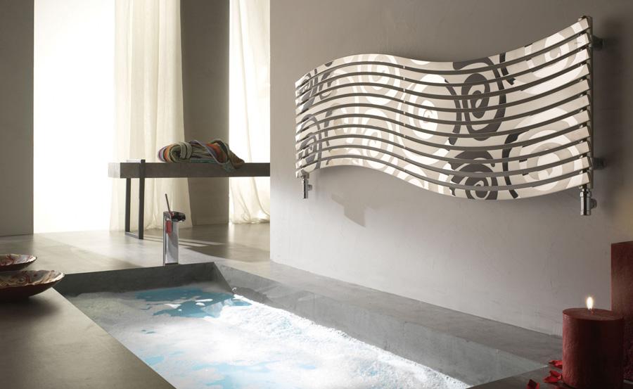 Come riscaldare il bagno senza rinunciare al design for Termoarredo bagno piccolo