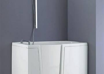 La vasca con sportello è la giusta soluzione in bagno docciatime