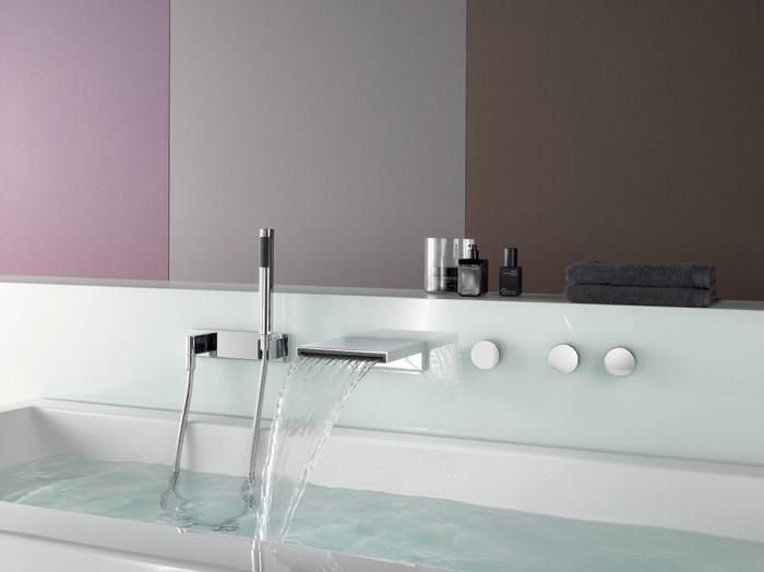 Rubinetteria a parete per vasca da bagno a cascata deque dornbracht - Rubinetteria a cascata bagno ...